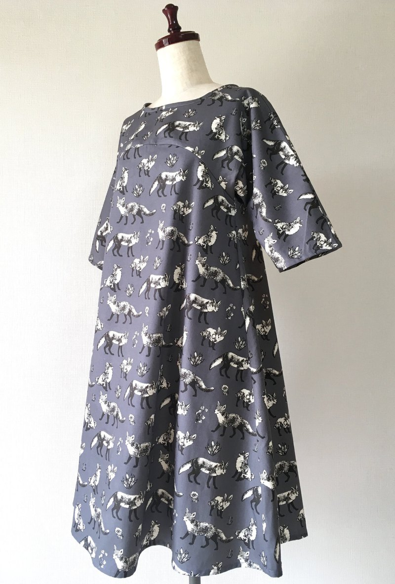 Fox pattern monotone flare one piece dress dark gray