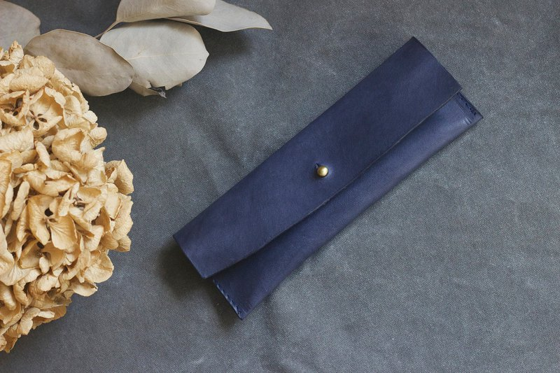 Italian vegetable tanned leather irregular trimming small round hand pencil case