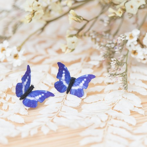"""Three cat cat hand flower"" simulation small cloth butterfly ear needle"