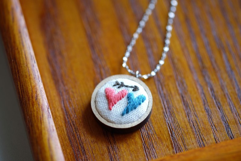 CaCa Crafts | Heart2Heart 手工刺繡項鍊