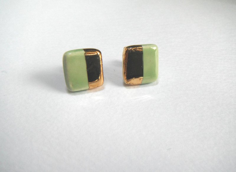 Gold coat square twin color earrings plants