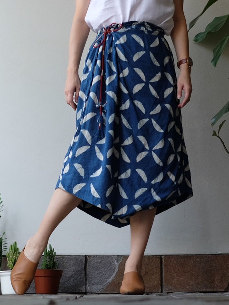 Sicily 3 ways skirt in blue indigo
