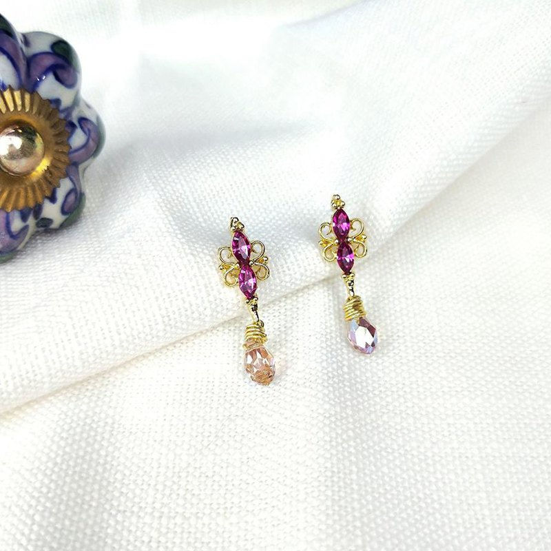 Court Dinner - Earrings (Peach)