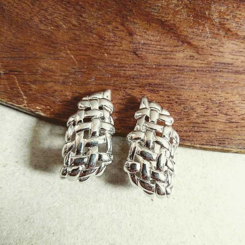 American antique jewelry Monet retro silver three-dimensional hollow woven style clip earrings / ear clip