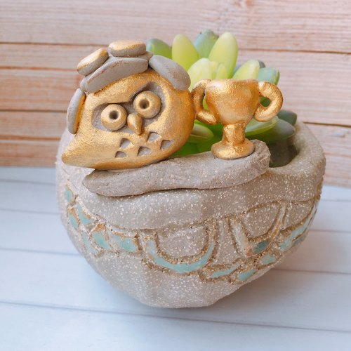 Yoshino Eagle [champion flying eagle] P-37 owl hand-made pottery succulent plant healing cute artist