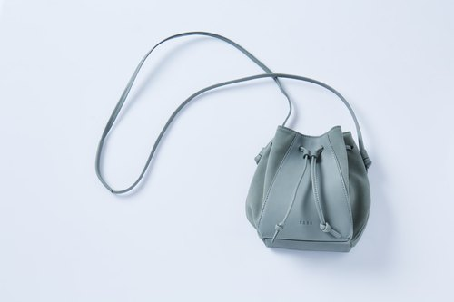 Muffin Grasshopper (PastelGreen)  : Leather Cross-Body BAG