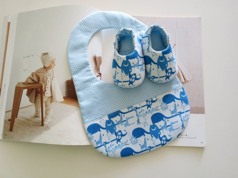 Animal hand in hand Miyuki Gift Birthday Gift Baby Shoes + Bib