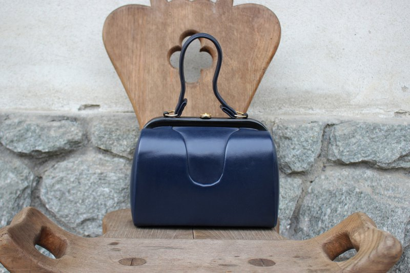 (Vintage Leather) (Made in Italy) Dark blue elegant gold buckle handbag (texture suede lining) B196 (Birthday gift Valentine's Day gift)
