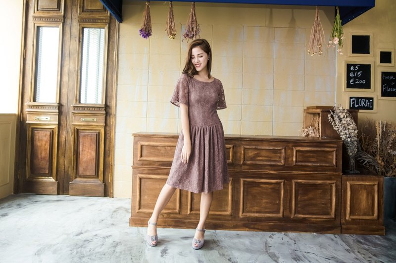 Kan's flower 漾 Paris butterfly sleeves lace dress (latte)