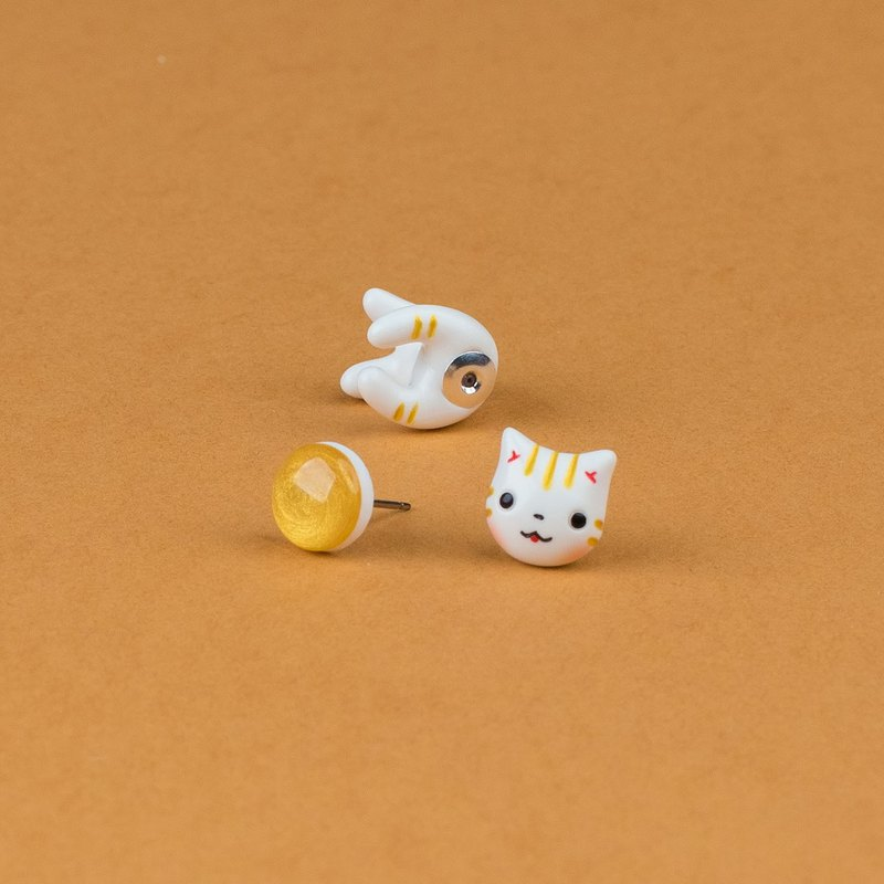 Gold Maneki Neko Cat Earrings - Gold Lucky Cat Earrings Polymer Clay