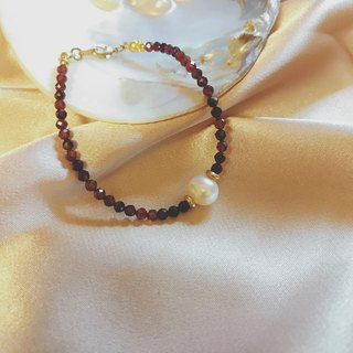 Confidence_Cut Pyrope With Pearl Brass Bracelet