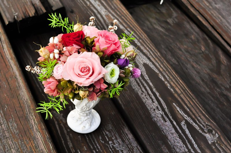 Lady Jane │Preserved flowers with white vintage centerpiece