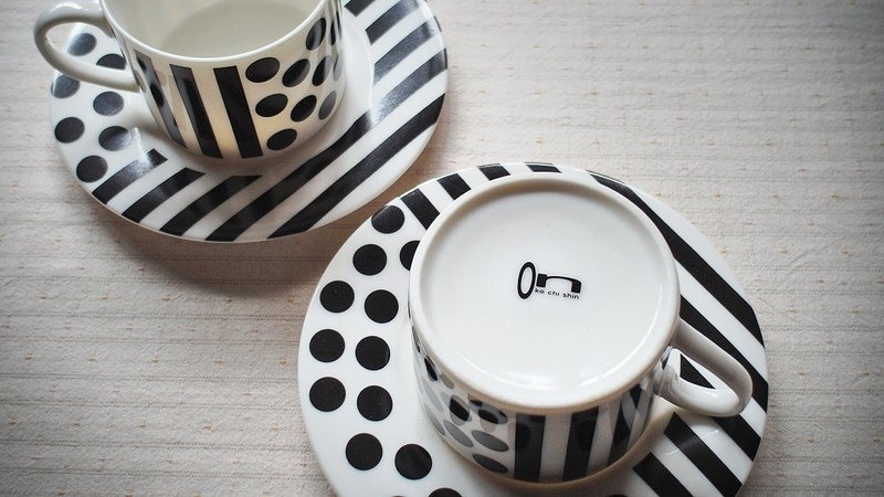 Pop style coffee cup plate set-dotted black and white
