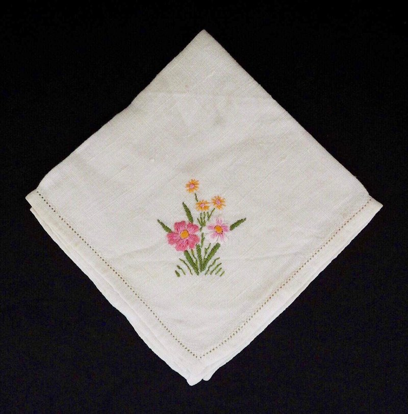 Plain white square embroidery yellow powder floral napkin