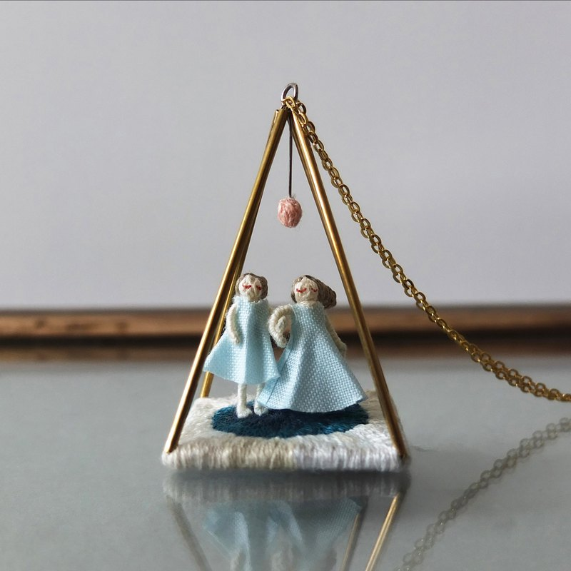 Little liar/debris/here - necklace