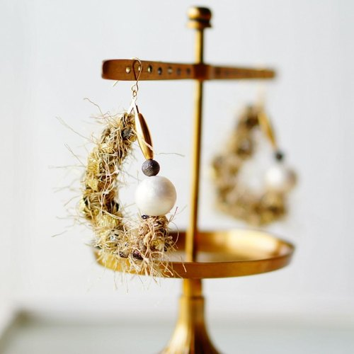 Fancy yarn and cotton pearl earrings (earrings can be changed) Gold