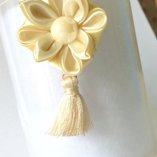Kanzashi gold ivory ribbon flower charm(つまみ細工)
