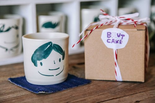 Brut Cake handmade ceramic – smiley face mug 240ml (3) , hand drawn face pottery cup. A great gift idea !
