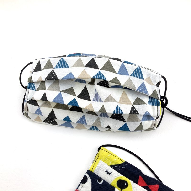 Filter media can be placed. Triangle geometric cotton mask. No filter media. 2/25 front limit Taiwan area