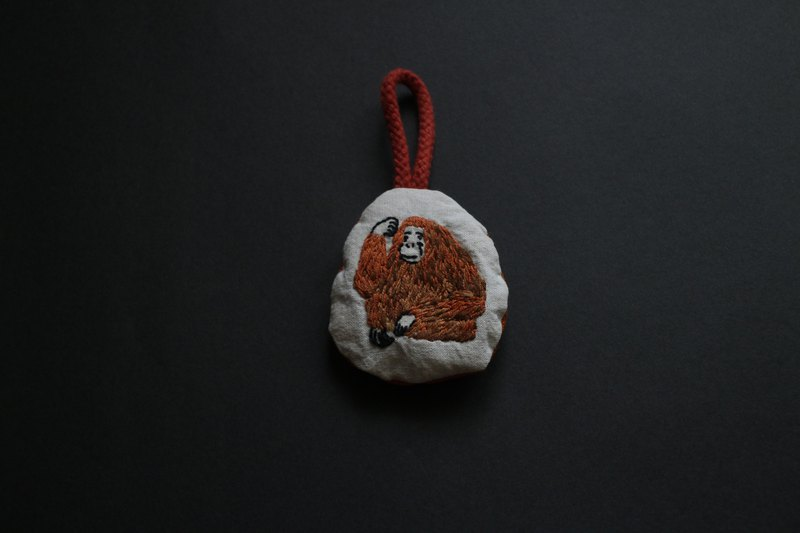 Man orangutan embroidered three-dimensional hanging ornaments in the forest