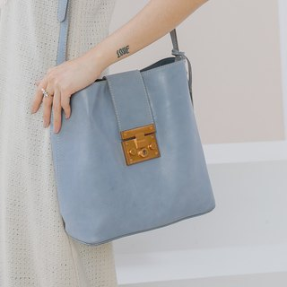 Brushed leather simple retro bucket bag - quiet blue