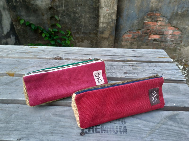 [GOODO good service] hand made × coffee linen / stitching triangle pencil bag red with green group