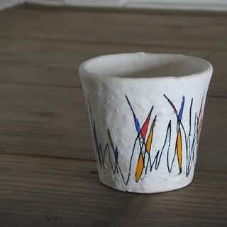Scratching pattern cup