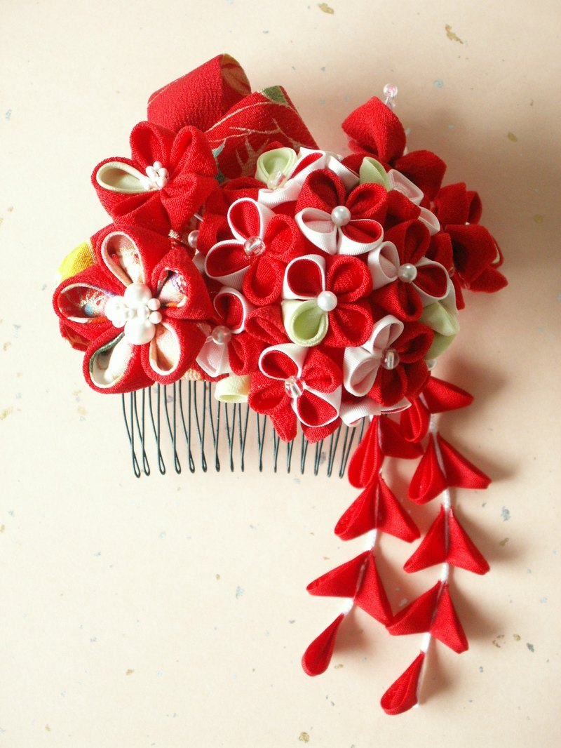 "With hair ornaments old cloth of ""resale"" knob crafted [hydrangea motif red]"