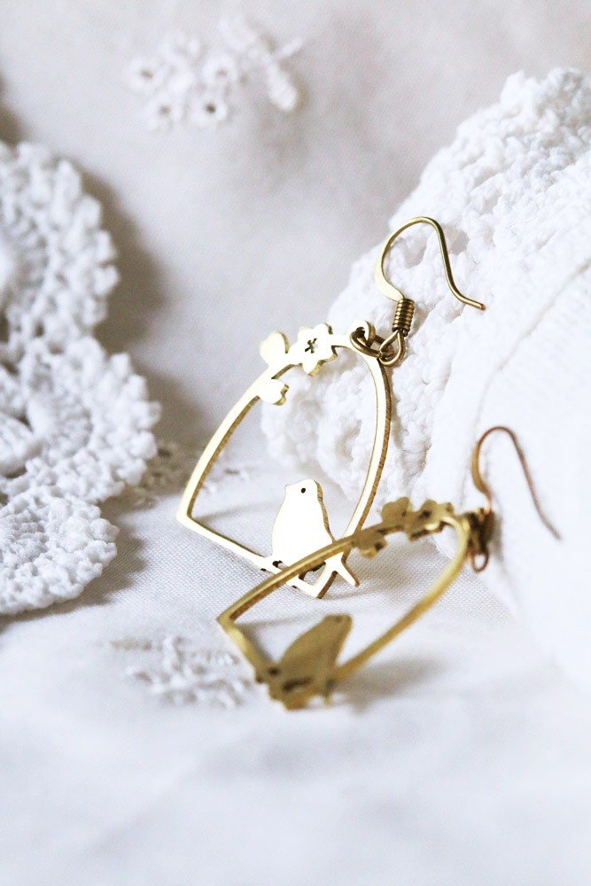 Graphic bird cage earring  by linen.