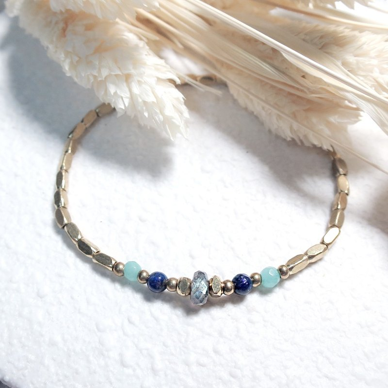 VIIART. Ray - the East. Labradorite gold Tianhe stone brass bracelet
