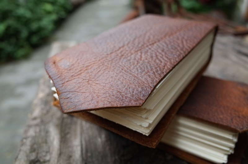 [Collector's Edition] Threaded leather handmade book. Watercolor book. Carry around. Drawing book. N019.