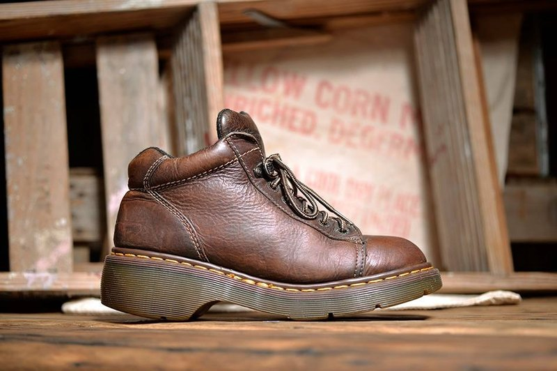 Vintage Dr. Martens Shoes brown thick workwear series of Martin Martin British old Martin vintage