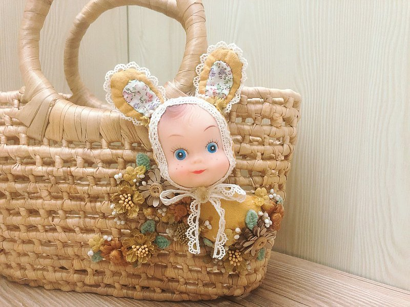 Guailili exclusive hand-made playful little yellow rabbit woven basket shopping basket
