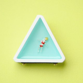 Celebrity Brooch - triangle / white