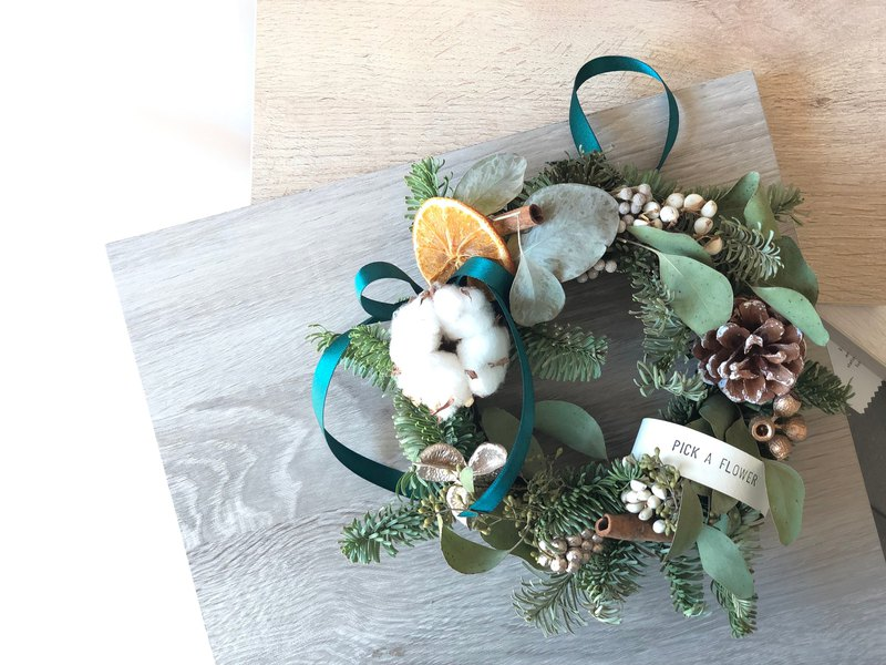 Pick a blessing, if it's so warm, it's a Christmas gift exchange gift Christmas wreath.