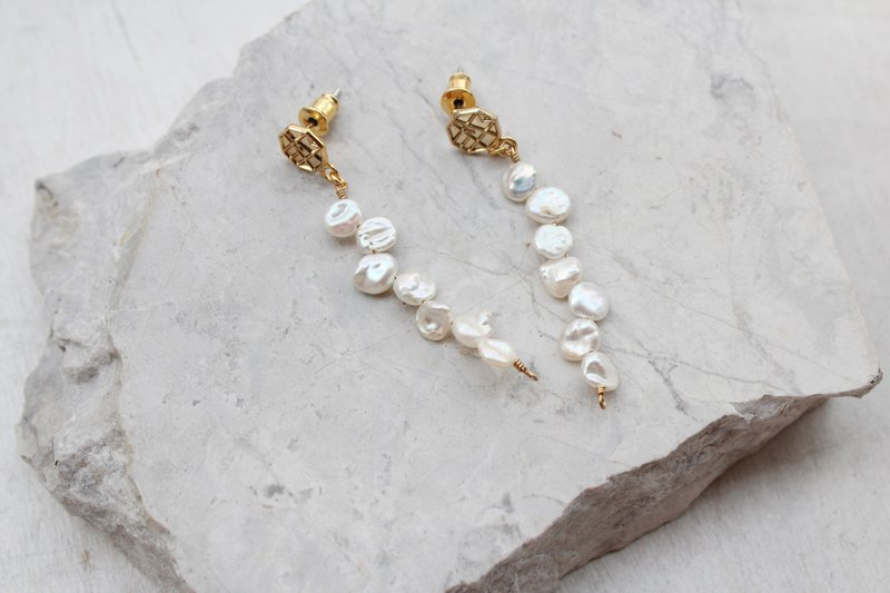 Vine Pearl Irregular Pearl Earrings / Modifiable Clip