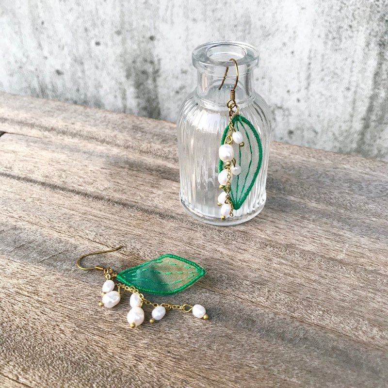 Handmade embroidery / / hanging lily of the valley leaf earrings / / can be changed