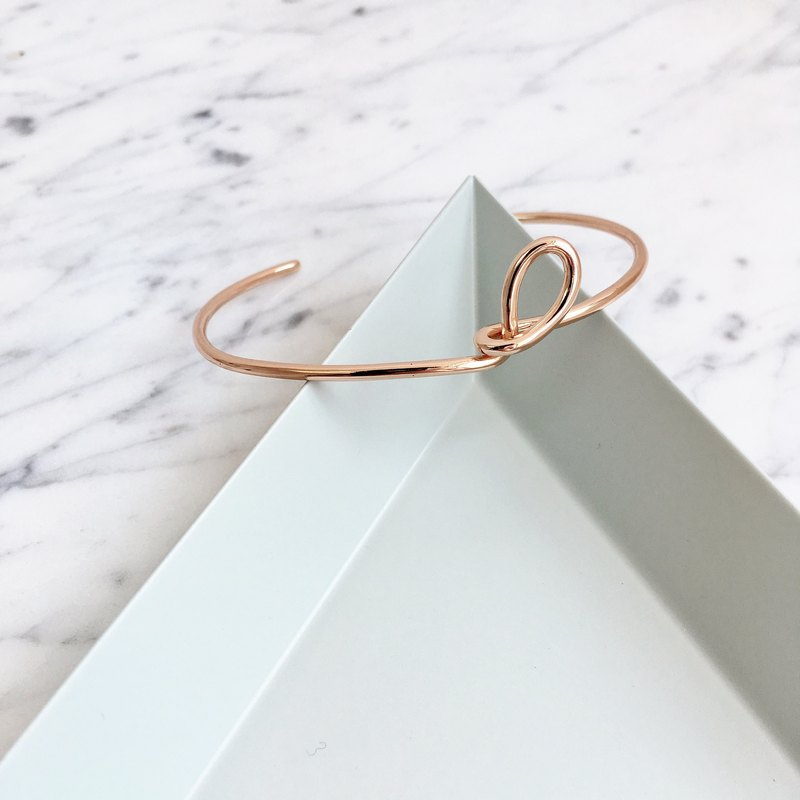 ▪ A little twist bangle ▪ Rose gold ▪