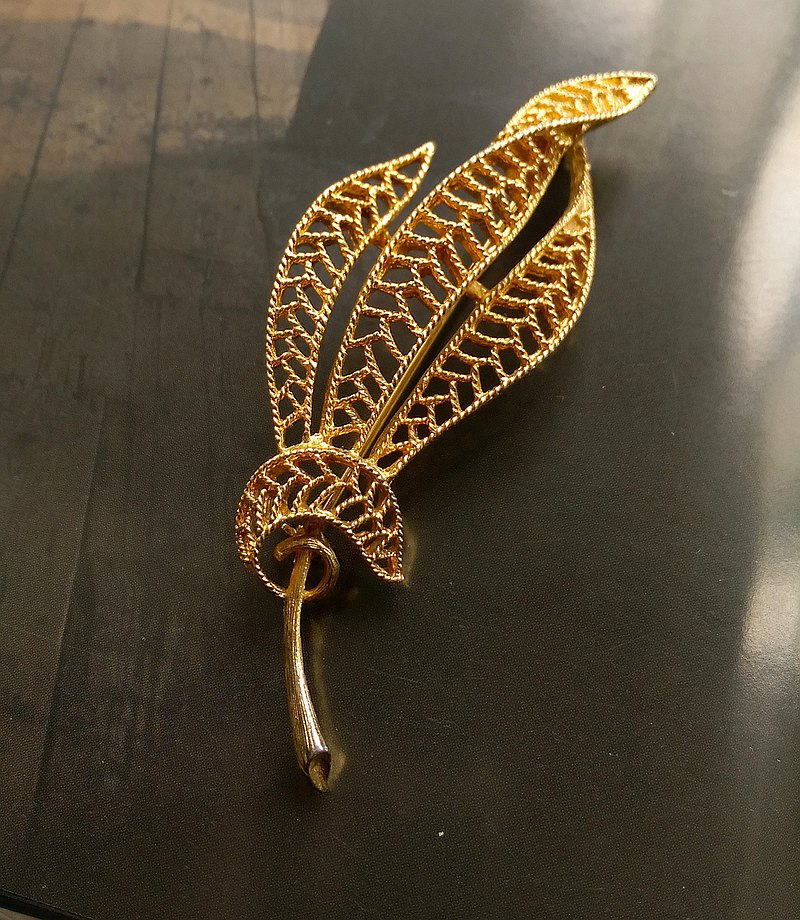 Western antique jewelry. Three-dimensional basket empty roll leaf pin