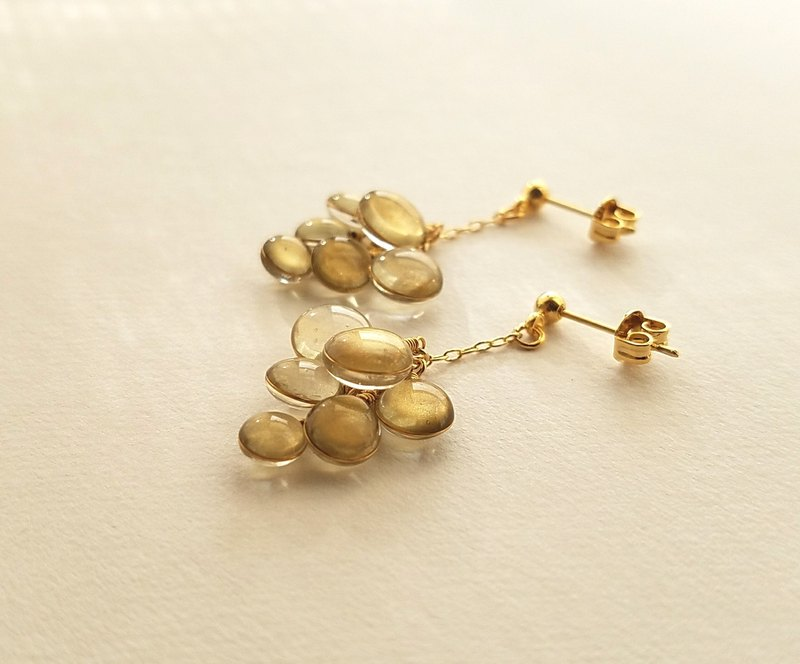 cluster of colours pierced or clip-on earring <gold>