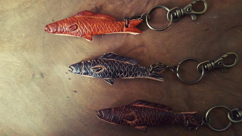 Fragrant spray fish pure leather key ring - can be engraved name (Valentine, birthday gifts)