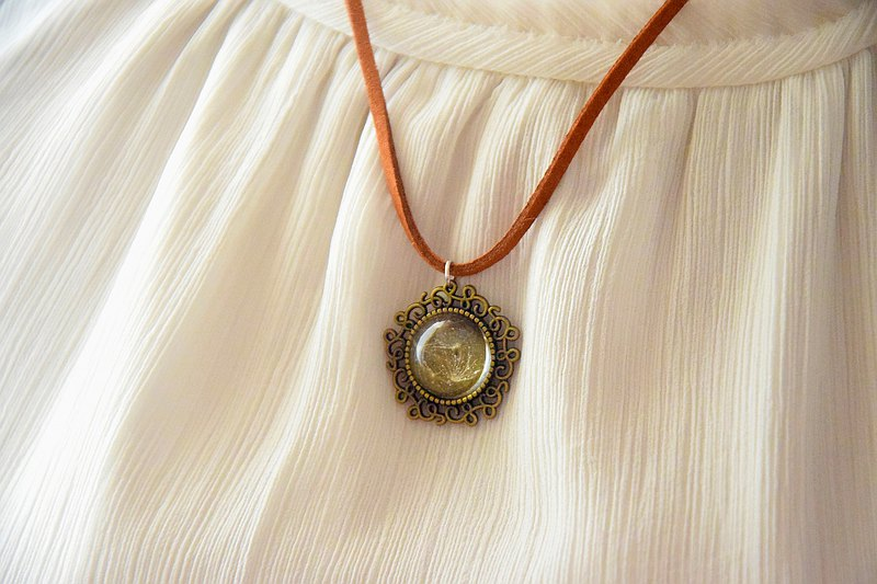 Flying Dandelion - Mori/Forest Theme Vintage Resin Necklace