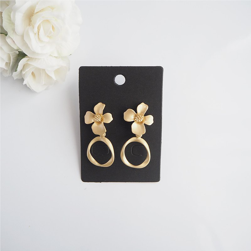 Matte gold flower earrings