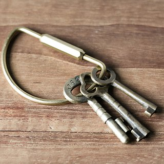 HUANGS 艸一田人 - Pure brass D-type keychain, key ring, key ring