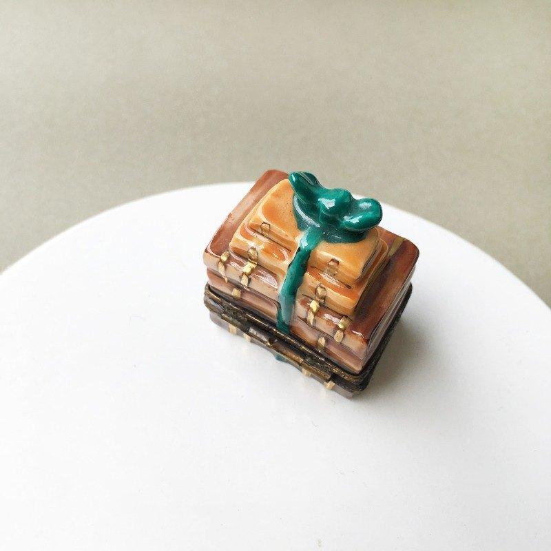 早期古件-法國mini小書造型精緻飾品盒   歐洲 手工 收藏