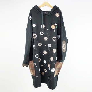 : Urb [maltose] long sleeve / pocket hooded dress.