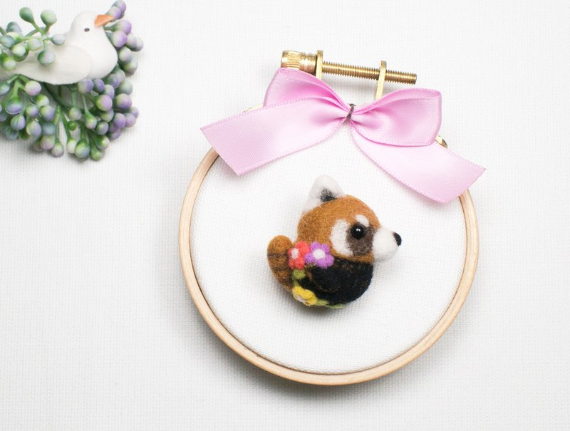 Needle-felted Flower Red Panda (brooch/key ring/phone strap)