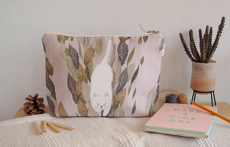 Cosmetic bag with Cat in the garden Make up pouch