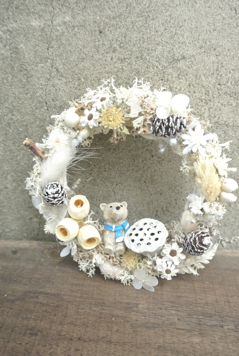 Looking at the snow white country dry wreath without the wreath dry flower eternal flower white Christmas