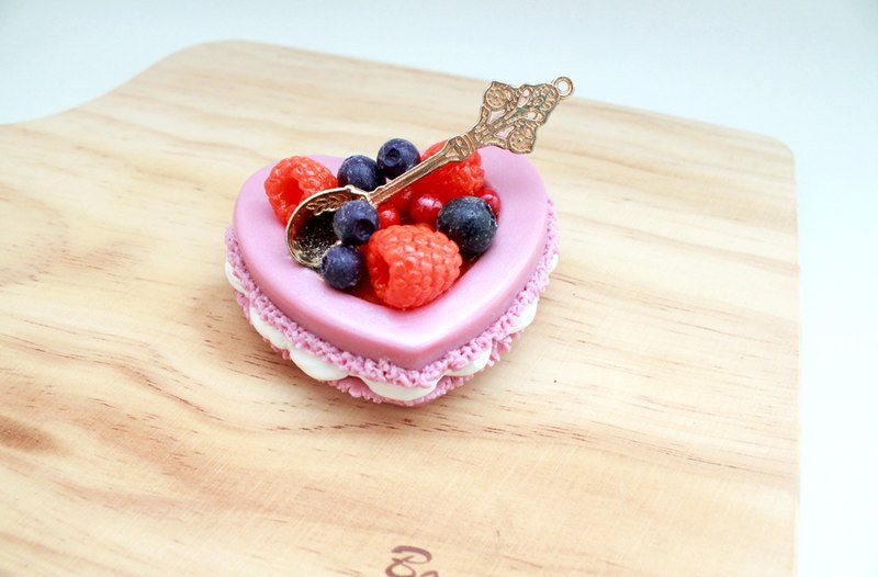 Passion - heart-shaped macarons dessert business card holder / decoration